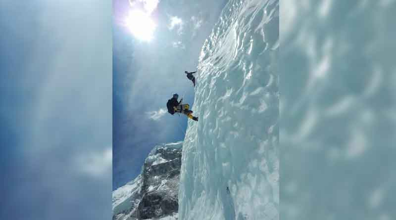 Despite Of Physical Problerm, 58 Year Old Man Bengali Climbed Mount Everest
