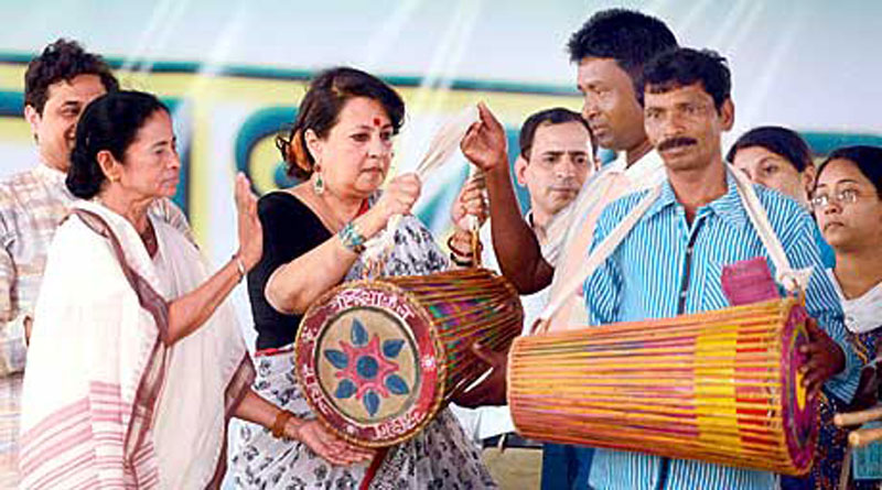 Dhuti, Saree and Folksong Will Reign Over Mamata Banerjee's Oath Taking Ceremony