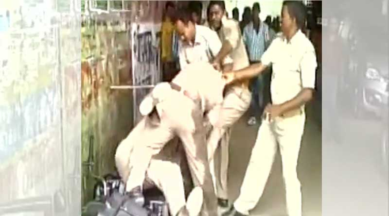 up-cops-fight-publicly-over-share-of-bribe-video-goes-viral