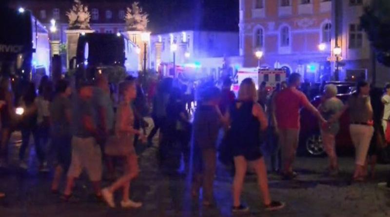 Suspected Bomber Injures 12 Outside German Bar