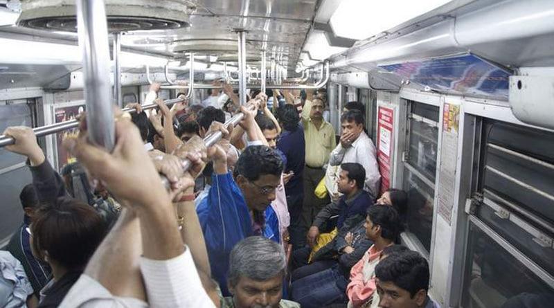 Passengers Beaten RPF In Kolkata Metro