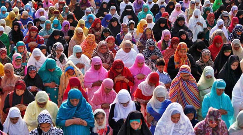 Muslim women allowed entry for the first time in Aishbagh Eidgah