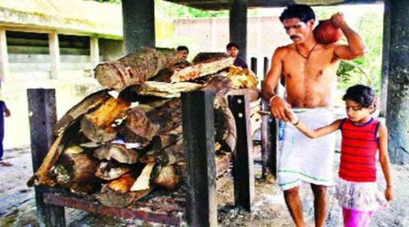 Muslim man breaks religious code, perform last rites of Hindu friend