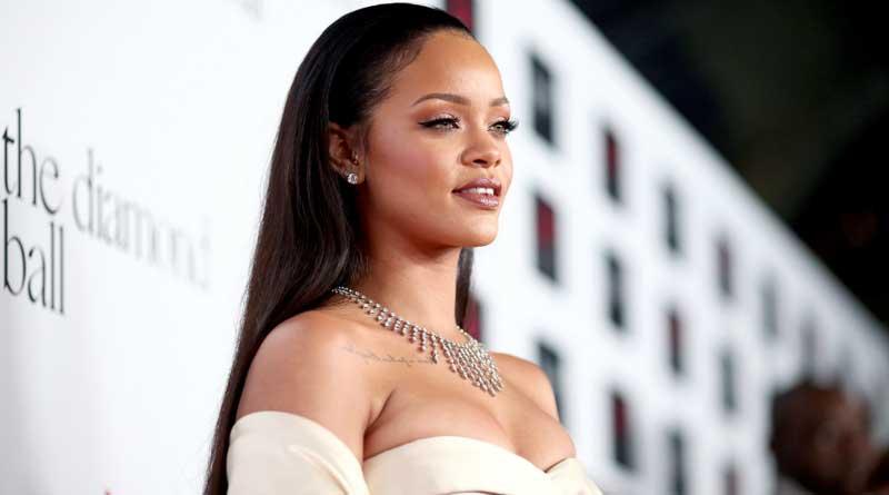 Rihanna dazzles in her bizarre look