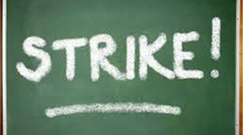 The teachers get stopped at school gate For Supporting Strike