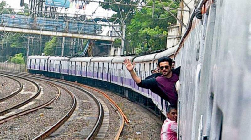 This Superstar Traveled In A Local Train To Avoid Mumbai's Ganpati Traffic