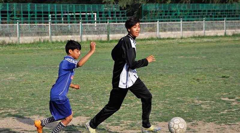 19-Year-Old Kashmiri football coach trains kids for free
