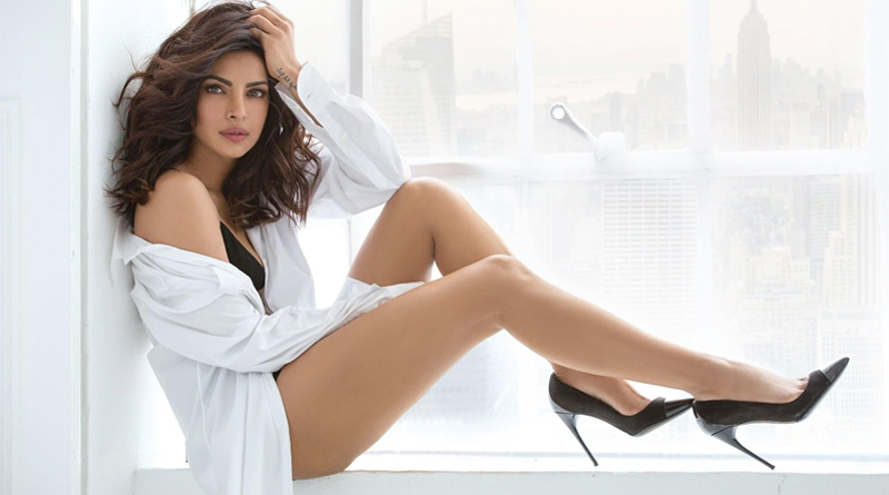 Priyanka Chopra Flaunts Her Sexy Back As She Chills With Sunny Leone In New York City