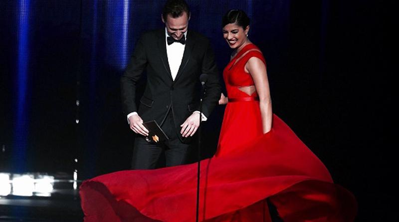 Priyanka Chopra And Tom Hiddleston Openly Flirt In 2016 Emmys Award
