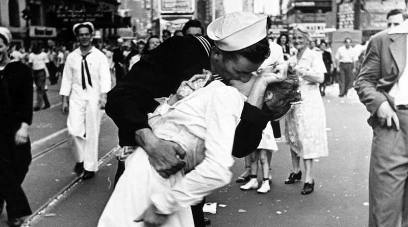Nurse in famous VJ Day 'Kiss' photo passed away