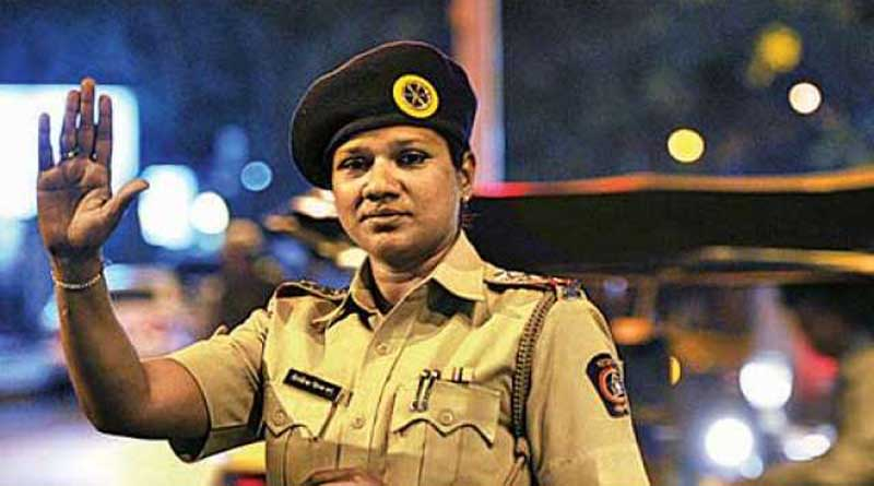 A girl charged with fine slapped a woman cop in Mumbai