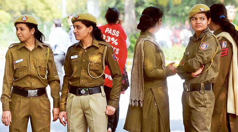 24  womenpolice in Delhi accuse cop of harassment