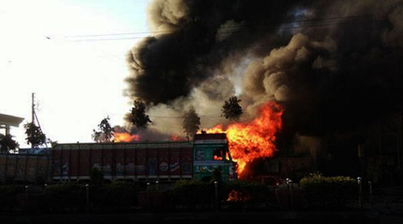 West Bengal helps to control Bangladesh warehouse fire at Benapole