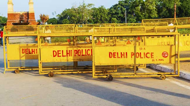 Girl Screamed for 'Help' but it was a surprise for delhi Police
