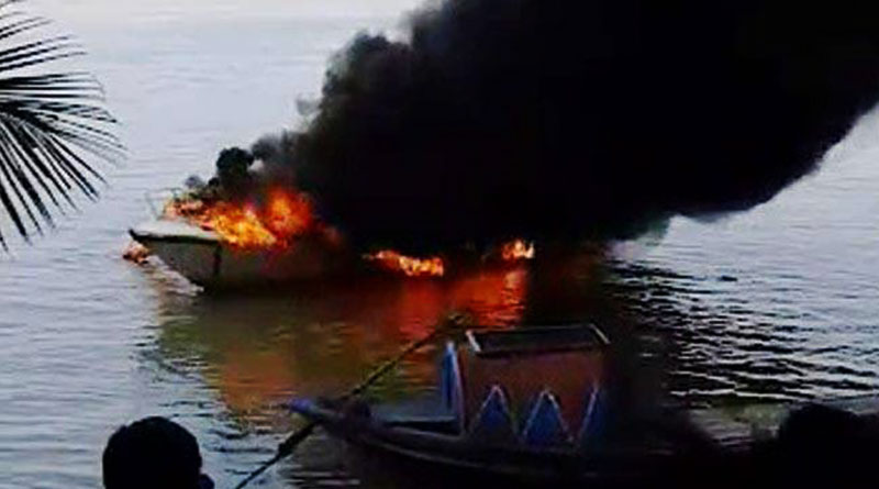 Fire on speed boat used by navy near princep ghat