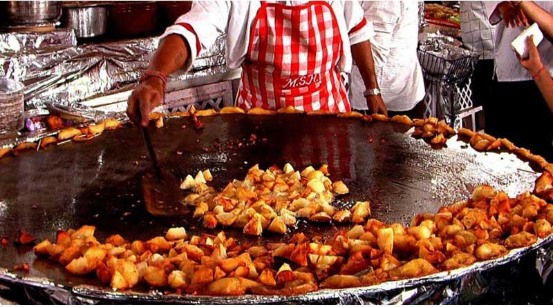 Owners of Roadside Eateries in Mumbai declare INR50 Crore