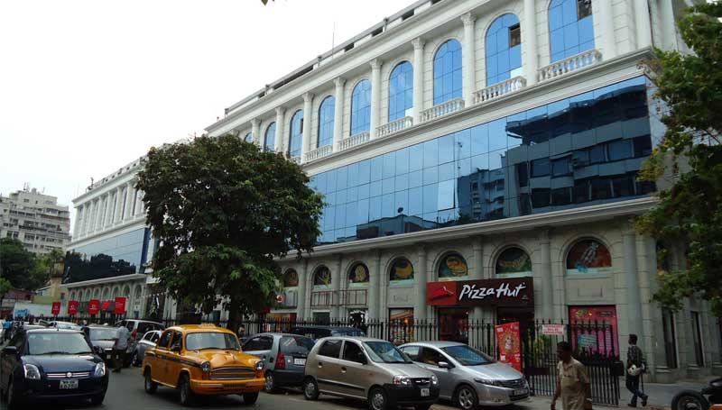 A gambling racket has been arrested from Pantaloons Building Kolkata