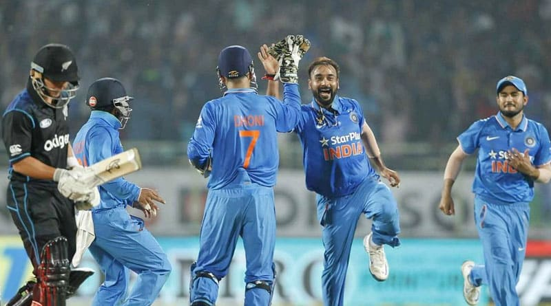 Dhoni praises bowlers after the victory against New Zealand