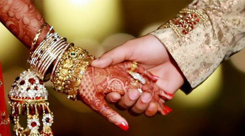 Would be bride rush to bank for cash along with invitation card