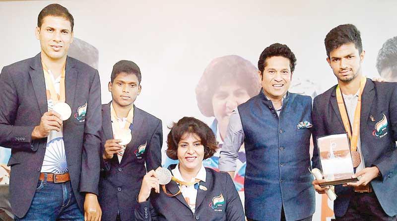 Sachin Tendulkar felicitates Paralympians