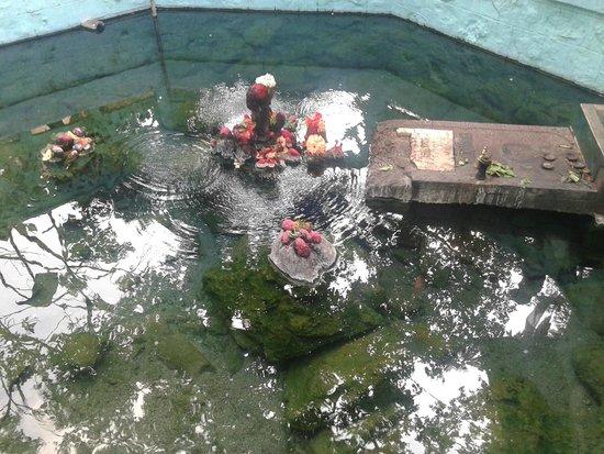 taptapani-hot-water-springs