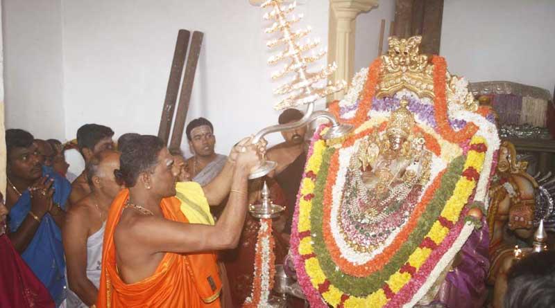 Jayalalithaa's supporters donate rs 1.6 crore jewellery to Mysuru Temple