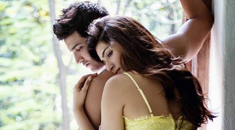 Kriti Sanon Constantly Keeps A Check On Her Alleged Boyfriend Sushant Singh Rajput