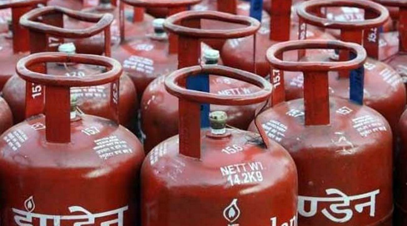 People burst after LPG gas cylinders weighing less than normal