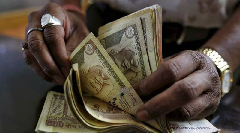 Government extends acceptance of Rs 500 and Rs 1000 notes for public utility and fuel payment till November 24.