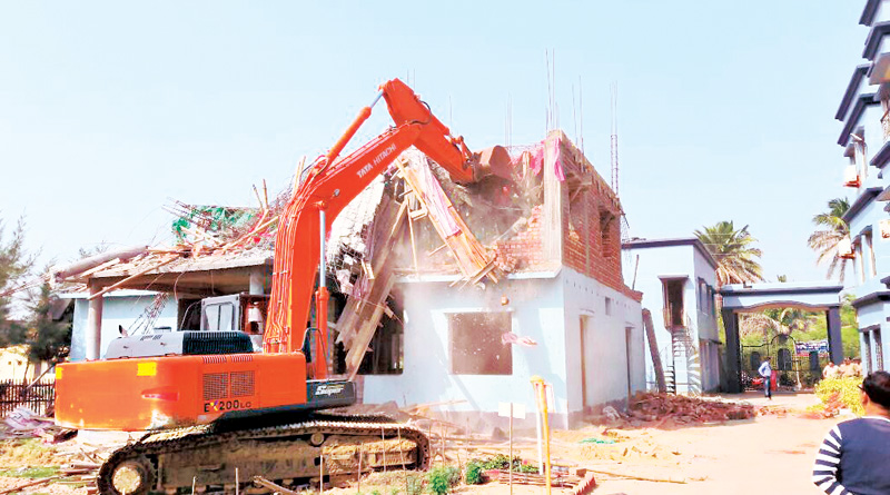 Authority demolished illegal hotels in Mandarmani, Officer in charge closed