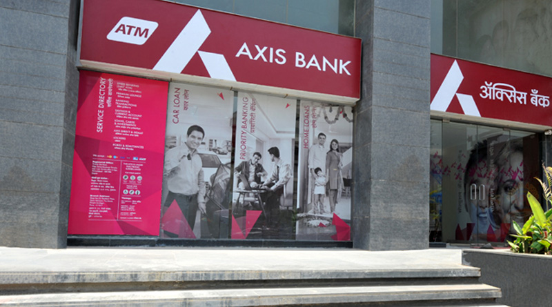 20 fake accounts with deposits of 60 crores since notes ban found at Axis bank branch in Noida