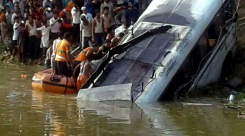 Bus accident in Birbhum and Murshidabad district, 8 people died