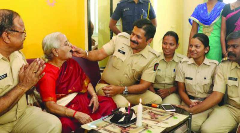Mumbai Cops arranged surprise birthday party for 83 year old woman