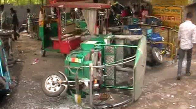 Auto and Toto drivers' clash in Bandel