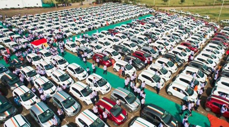 Gujarat diamond firm gift cars to employees