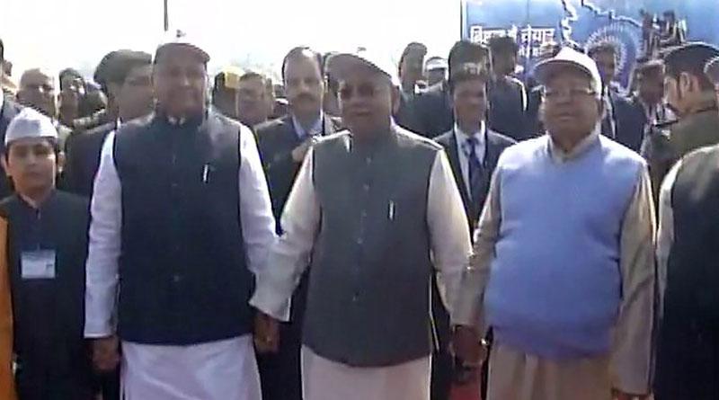 CM Nitish Kumar and Lalu Prasad Yadav take part in human chain event