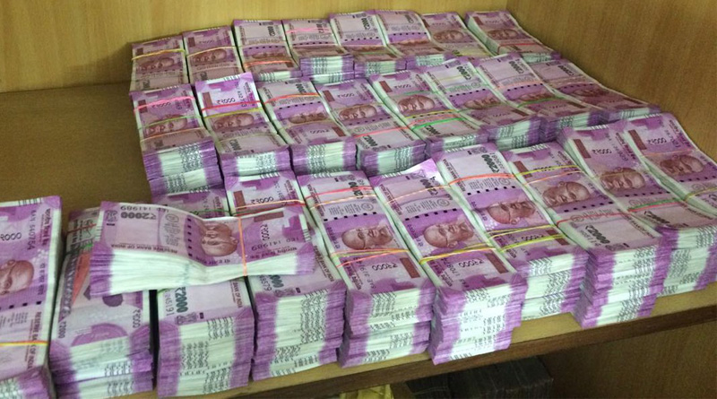 2 held with Rs 1 crore in 2000 notes in delhi