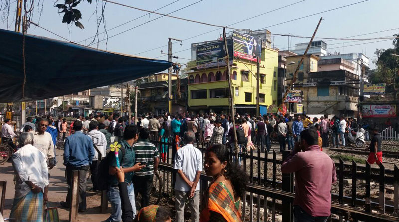TMC Workers stage agitation in shyamnagar station protesting arrest of Sudip Bandopadhay