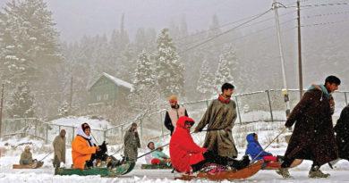 বরফে মোড়া পথঘাট, এবার 'স্নো কার্নিভ্যালের' প্রতীক্ষা উপত্যকায়