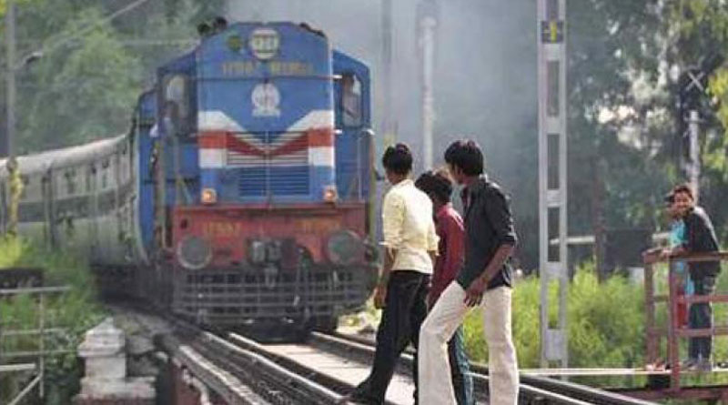 Train crushes 2 boys clicking selfieson track