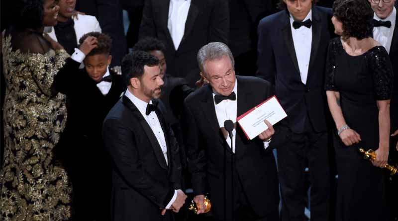 Oscars vote counters apologise for epic blunder