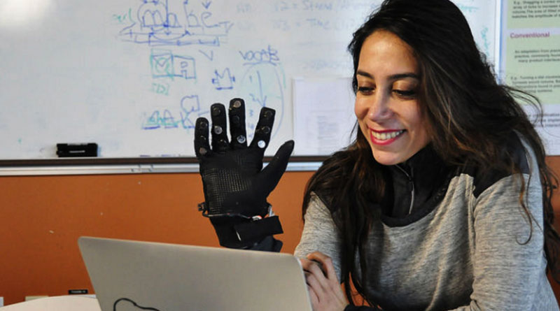 This amazing glove to help long distance couples to stay together