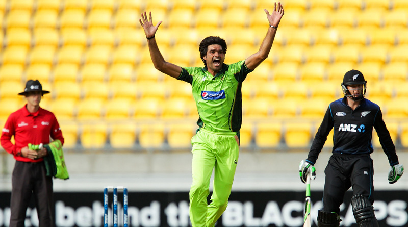 Pakistani bowler Mohammad Irfan suspended on charges of spot fixing
