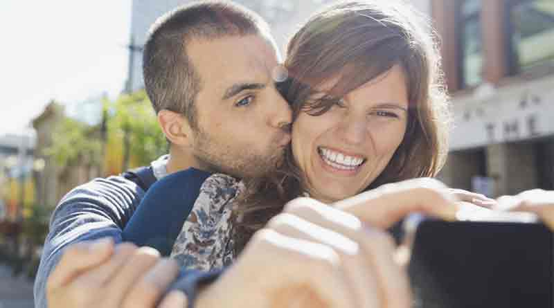 couples who post selfies on social media are more likely to be unhappy and insecure
