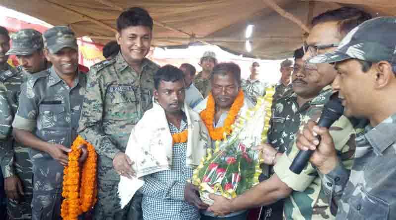 top naxal commender Kanuram Munda surrenders before Jharkhand Police