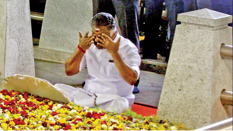 O Panneerselvam expealled from AIADMK