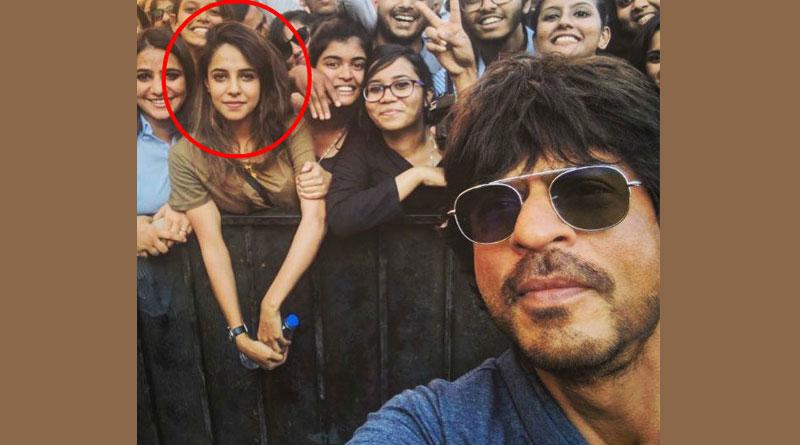 Who's That Girl in SRK Selfie, Asks netizen