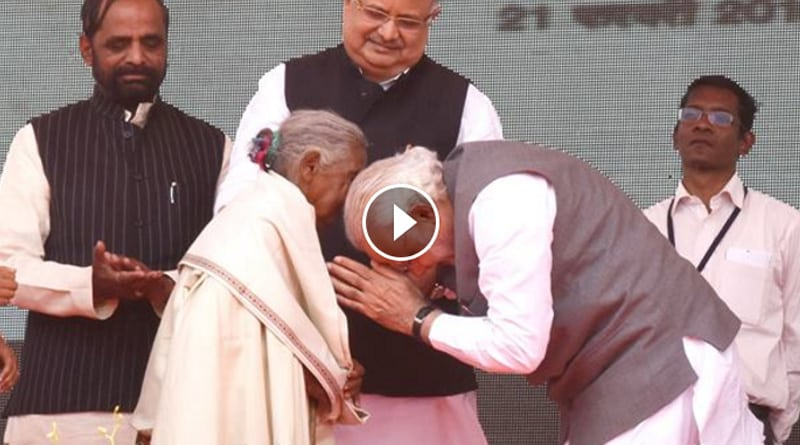 PM Modi bowing before centenarian lady goes viral