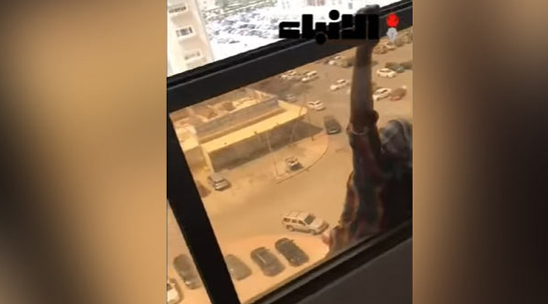 land lady clicked pics as woman tries to commit suicide