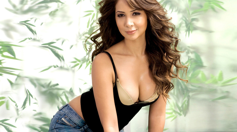 Kim Sharma left empty handed after being dumped by husband